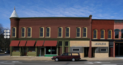 And architectural rendering of the restored Madison Street Living building.